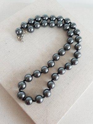 Collier de perles gris foncé-gris