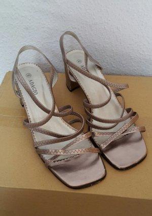 Adagio Sandalen met bandjes en hoge hakken zandig bruin