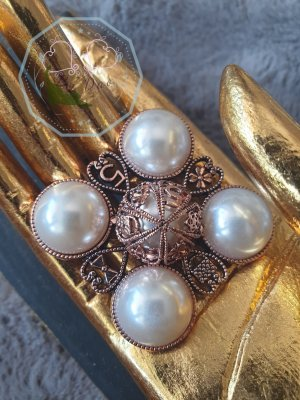 Broche blanco-color oro