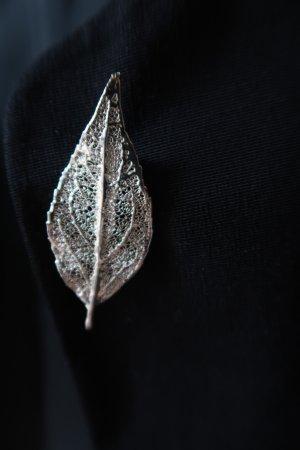 Brooch light grey