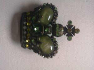 Broche doré-vert métal