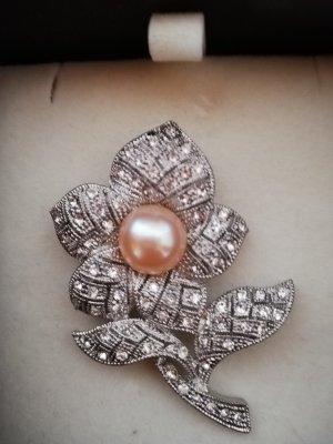 Broche gris clair-rosé métal