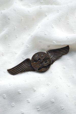 Brosche Steampunk Uhrwerk Zahnrad Flügel Industrial Vintagelook