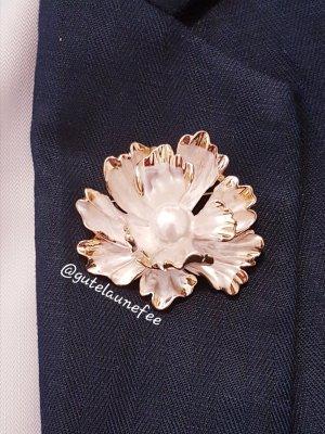 Brosche weiße Blume Pfingstrose mit Perle goldfarben Vintage