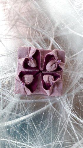 Broche stoffig roze