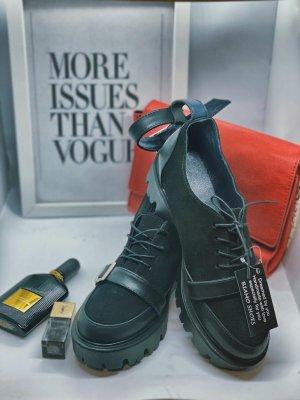 Biamo Handmade Wingtip Shoes black