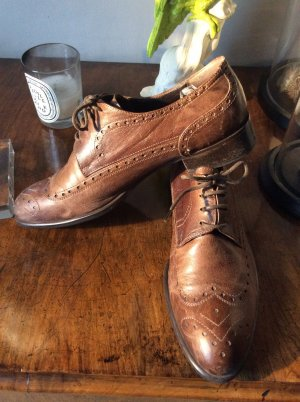 Wingtip Shoes light brown leather