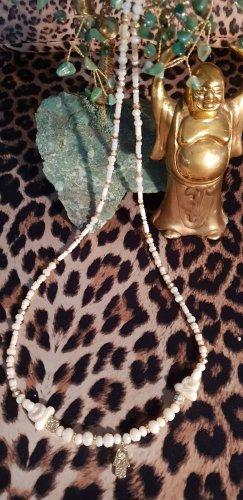 Collier de perles blanc cassé-doré
