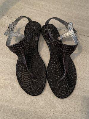 Buffalo Sandalias de playa negro-color plata