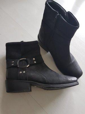 Buffalo Buskins black leather
