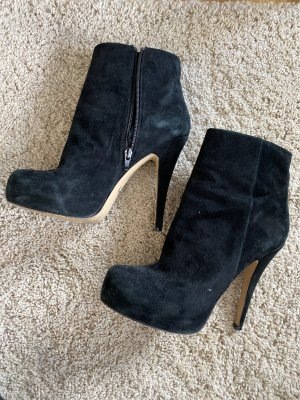 Buffalo London ankle boots