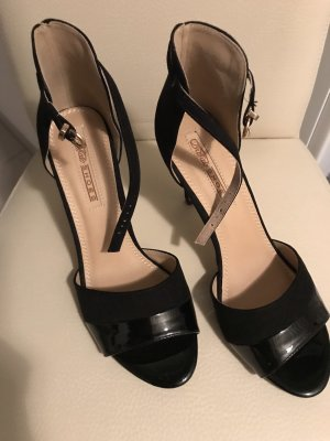 Buffalo Strapped pumps black