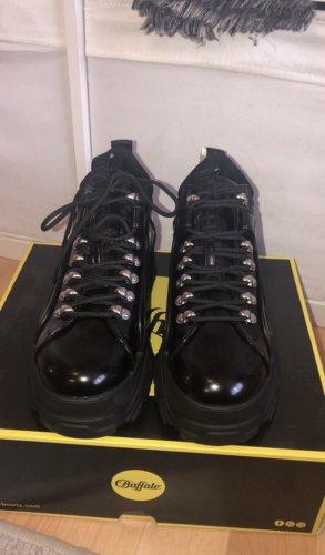 Buffalo Sneaker con tacco nero