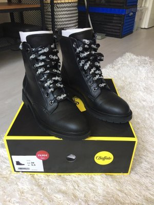 Buffalo Lace-up Boots black