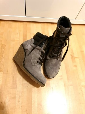 Buffalo Wedge Booties taupe-grey brown