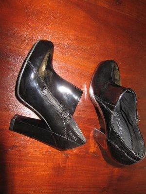 Bugatti Schuhe aus Lackleder