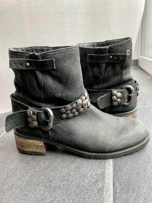 Bullboxer Boots schwarz mit Nieten | Gr. 40