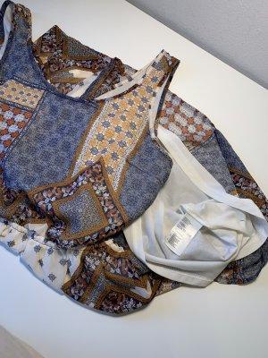 Bunt gemustertes Cut-Out Kleid