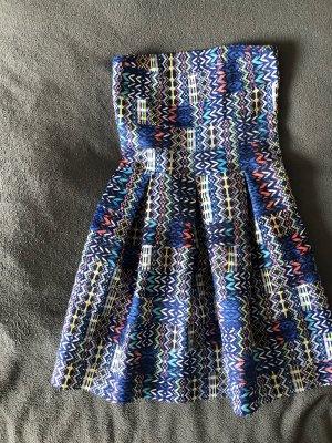 Bunt-gemustertes Kleid