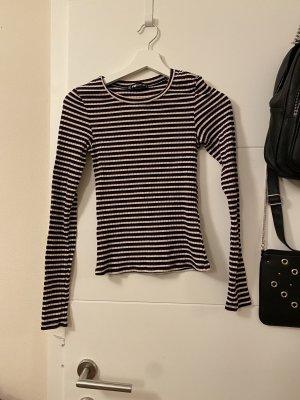 Bunt gestreiftes Shirt