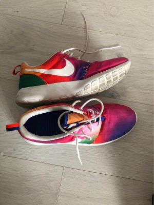 Bunte Nikes
