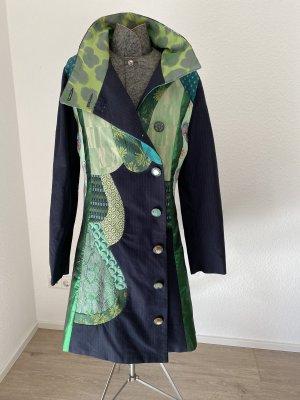 bunter Desigual Mantel für den Herbst