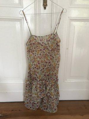 Buntes Sommerkleid von Zara mit Blumenmuster und Spaghettiträgern