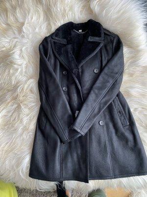 Burberry Brit Abrigo de piel negro