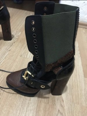 Burberry Cut out boots veelkleurig
