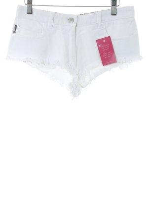 Burberry Hot Pants white beach look