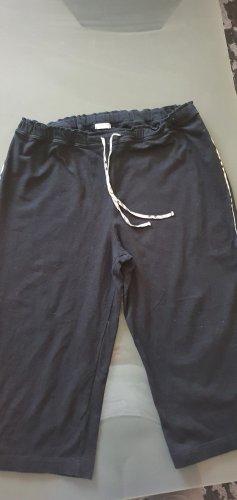 Burberry 3/4 Length Trousers black