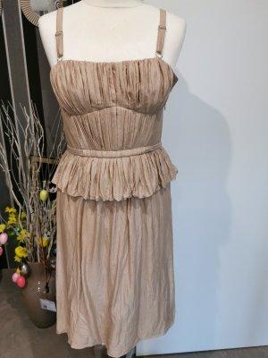 Burberry Prorsum Sukienka z baskinką nude