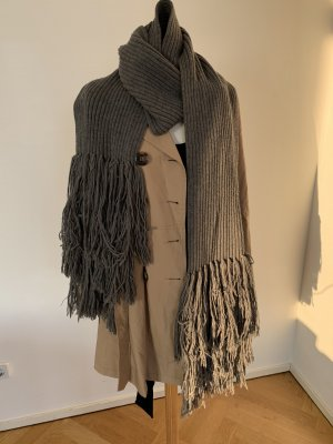 Burberry Knitted Scarf grey