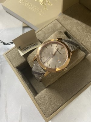 Burberry Montre avec bracelet métallique or rose-gris brun