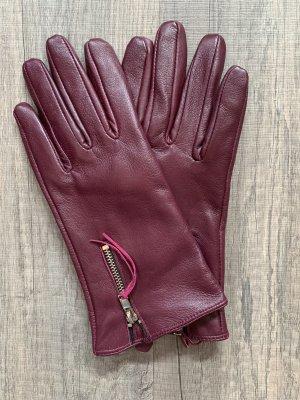 Burgunderfarbene Handschuhe