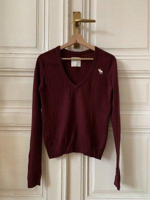 Burgunderfarbener Pullover