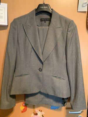 Next Business Suit grey