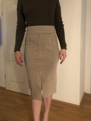 Business Outfit Bleistiftrock und Rollkragen