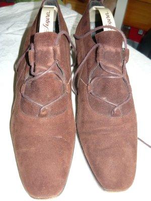 Pantofel brązowy