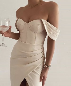 Lavish Alice Sukienka gorsetowa kremowy