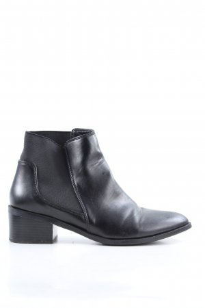 C&A Chelsea Boots black casual look
