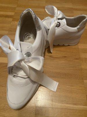 Café Noir Plateau Sneaker Bianco  mit silbernem Abschluss an der Ferse