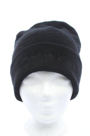 Calvin Klein Gorro negro look casual