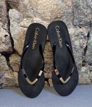Calvin Klein Tong noir-doré