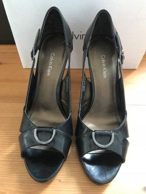 Calvin Klein High Heels, Peeptoes, aus schwarzem Leder gebürstet