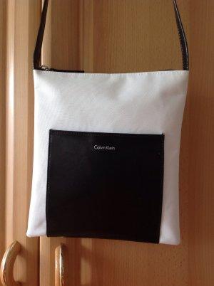 Calvin Klein schwarz weiß Umhängetasche