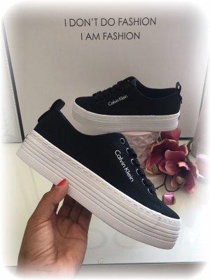 Calvin Klein Sneaker CK Plateau, schwarz weiß mit Logo Schrift, Größe 36