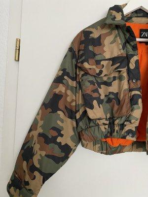 Camouflage-Bomberjacke