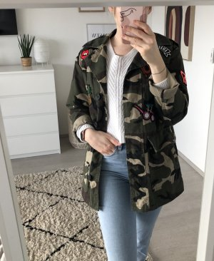 Camouflage Jacke mit Aufnähern