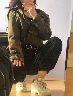 Camouflage Jacke mit Kapuze und Taschen